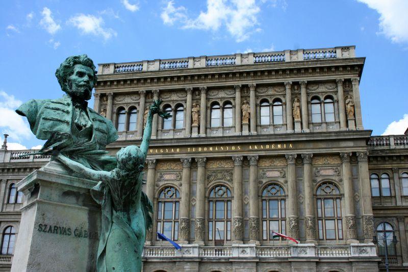 Hiába a tiltakozás: benyújtják az Akadémia elleni törvényjavaslatot
