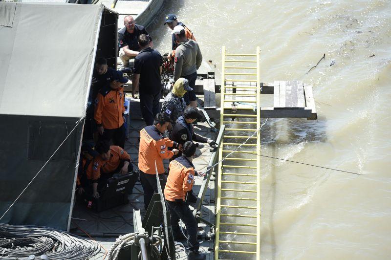 Megszólalt a rendőrség: ezért nem mentettek helikopterrel a dunai hajóbaleset után