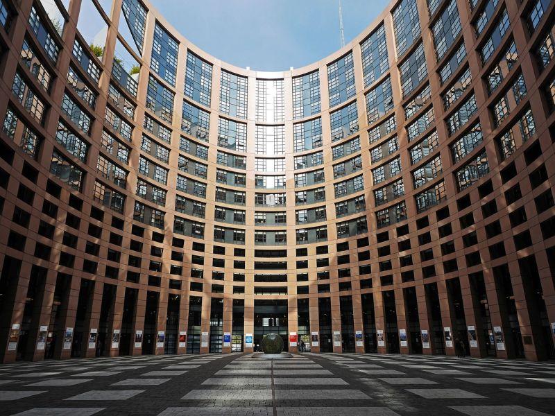 A Fidesz megint durván beszólt az Európai Néppártnak és Brüsszelnek