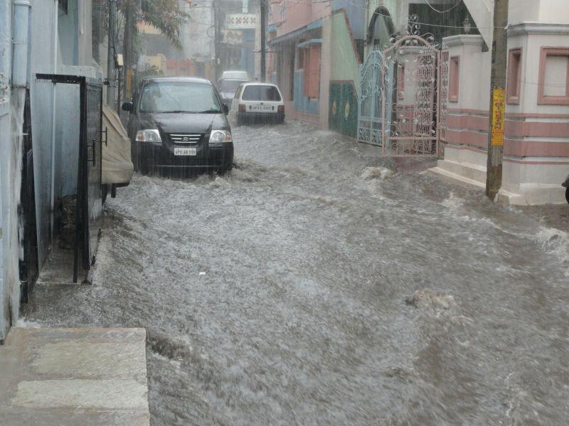 Elképesztő vihar csapott le Komlón, folyóvá váltak az utcák