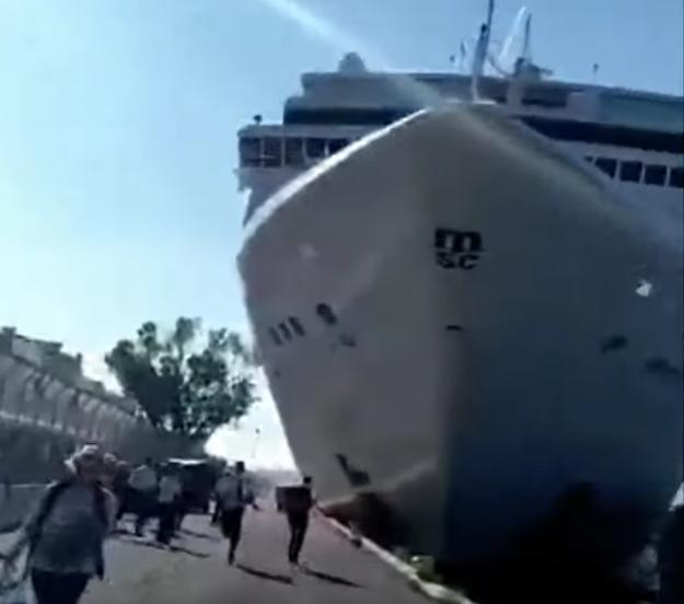 Baleset után tüntettek a velencei lakosok, mert megunták, hogy óriási tengerjáró hajók lepik el a várost