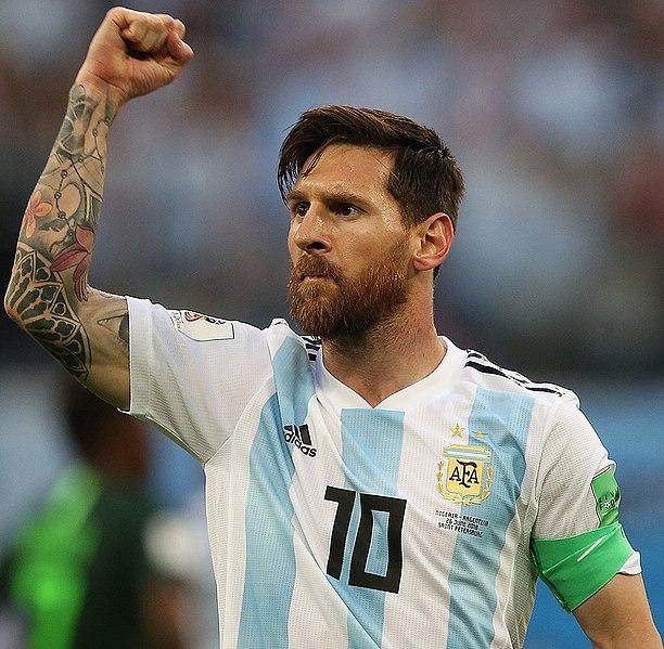 Messi simán lenyomta Ronaldot – legalábbis a fizetésével