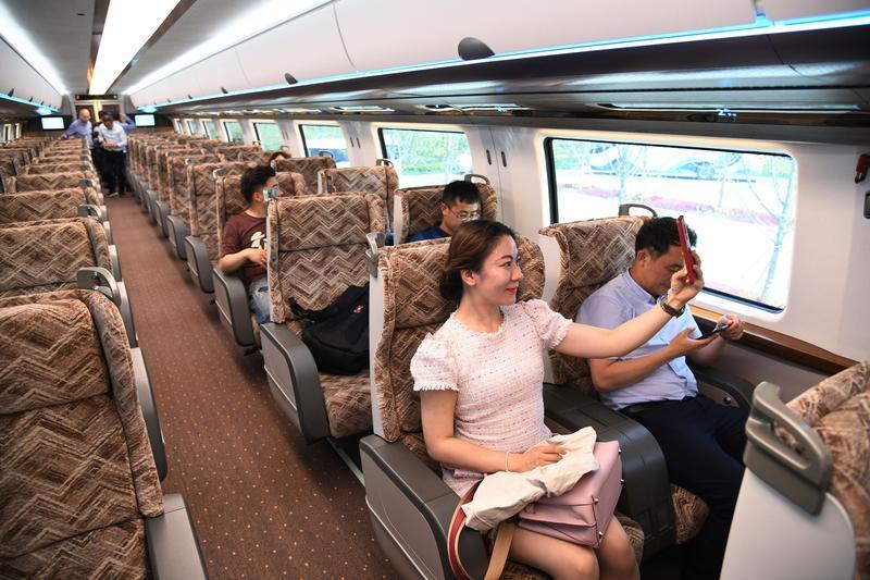 Bemutatták a kínai vonatot, ami 600 (!) km/órával száguld majd