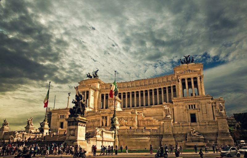 Az uniós költségvetési szabályok betartására szólították fel Rómát
