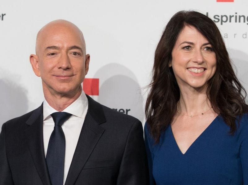 Elképesztő: több milliárd dollárba kerül az Amazon alapítójának a válás