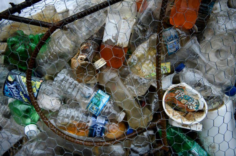 Percenként több tízezer műanyag palack kerül tengerbe
