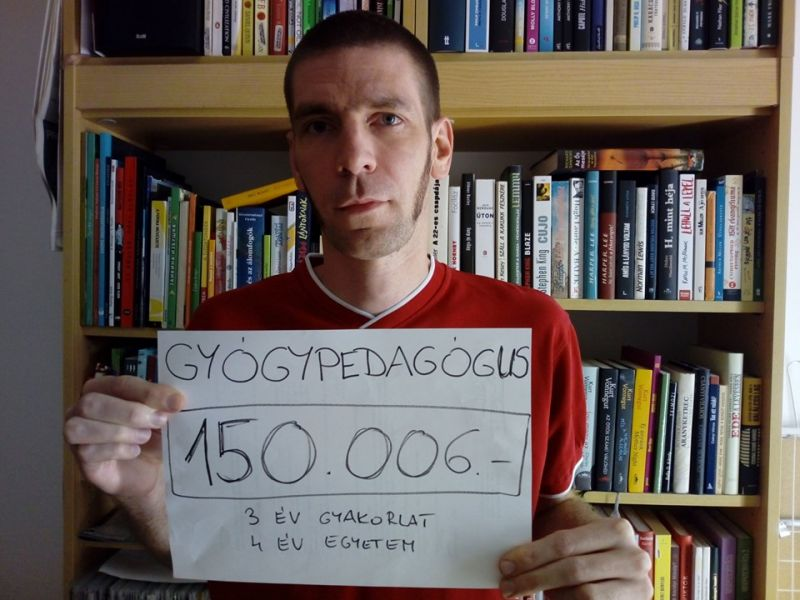 Döbbenetes nettó bérükkel fotózkodnak és üzennek a kormánynak a magyar tanárok