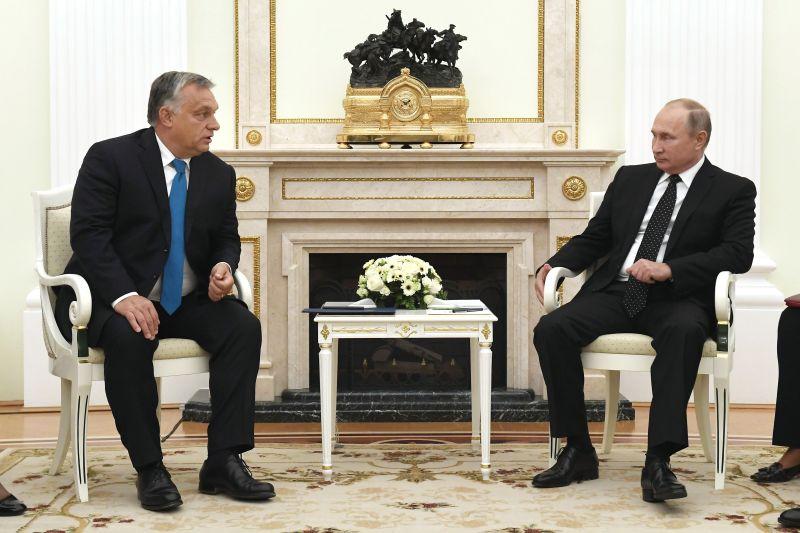 Putyin egyik legfontosabb kelet-európai barátja, Orbán Viktor Oroszországban nyaral