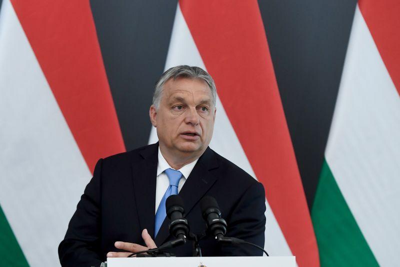 Fapados járaton, testőrök nélkül utazott Orbán Viktor
