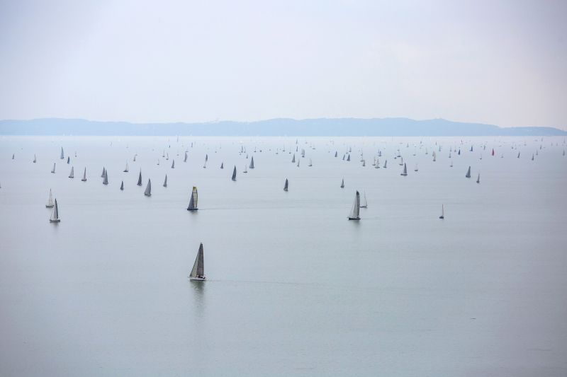 Szép: az utolsó hajót pezsgővel várták a győztesek a Kékszalag Nagydíjon