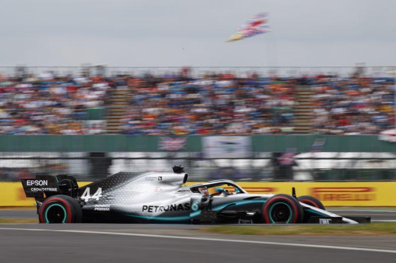 Lewis Hamilton nyerte a Brit Nagydíjat