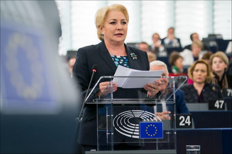 Bel- és külügyminisztert is vált a kormány