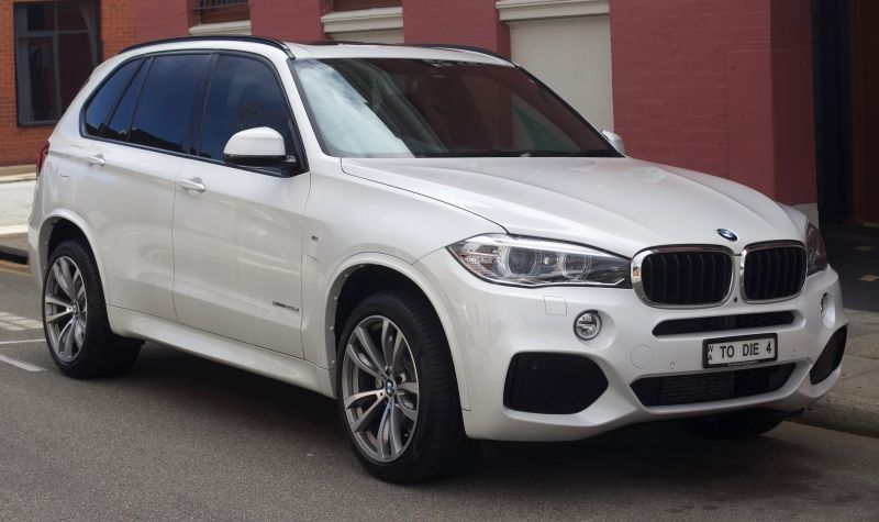 Rács mögött a magyarokat letaroló BMW-s