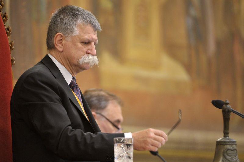 Kövér László nyugtatót kért az egyik képviselőnek a parlamentben