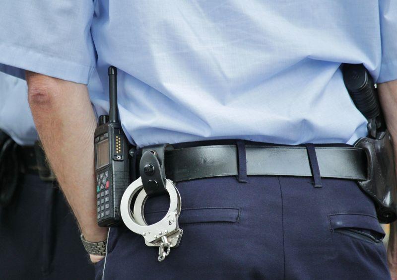 Rendőrök rántottak vissza egy öngyilkost a tetőről Kecskeméten