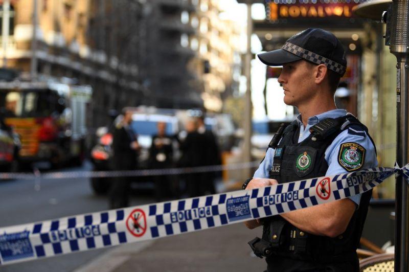 Videó: késsel támadt járókelőkre egy férfi Sydneyben