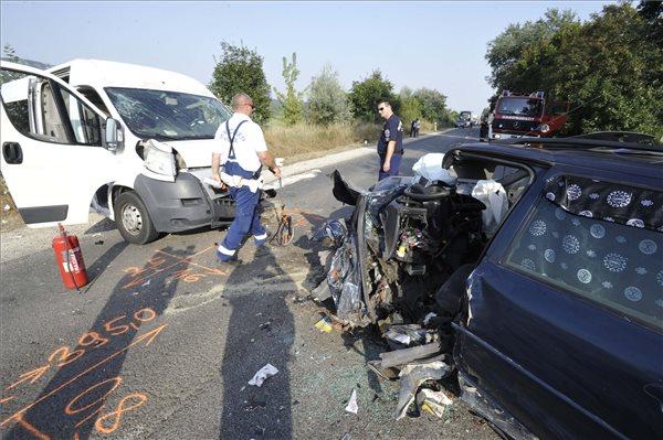 Nyolc ember sérült meg egy balesetben Pilisvörösvárnál