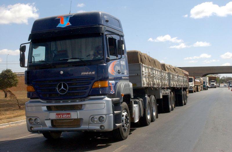 Teherautók ütköztek az autópályán – az egyik sofőr meghalt