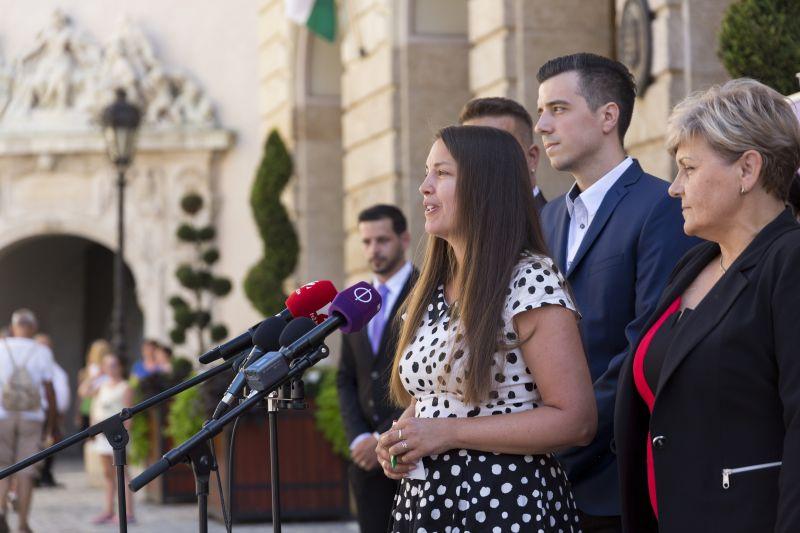 Jobbik: rezsiutalvány helyett rendes nyugdíj kell
