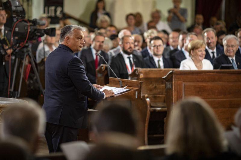 Közösen imádkozott Merkel és Orbán
