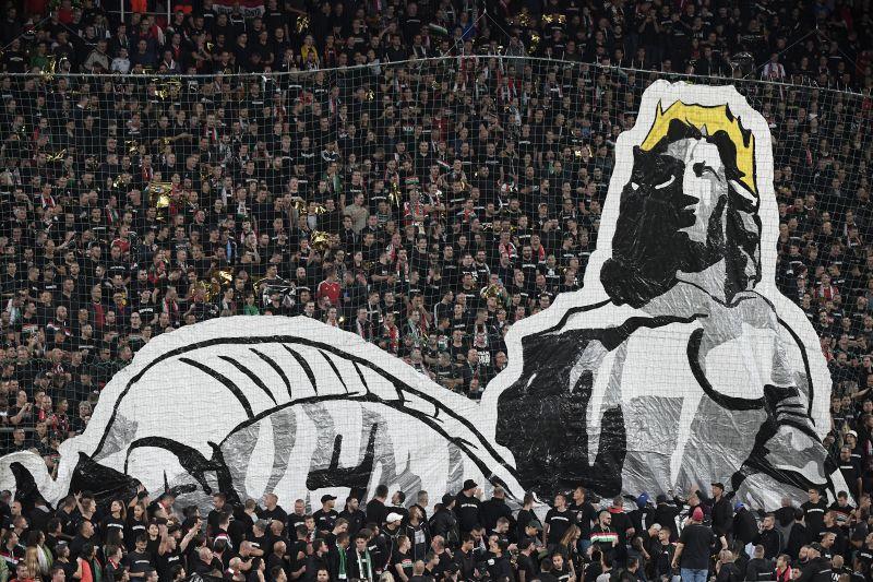 Balhé a focimeccsen, bekérették a magyar nagykövetet