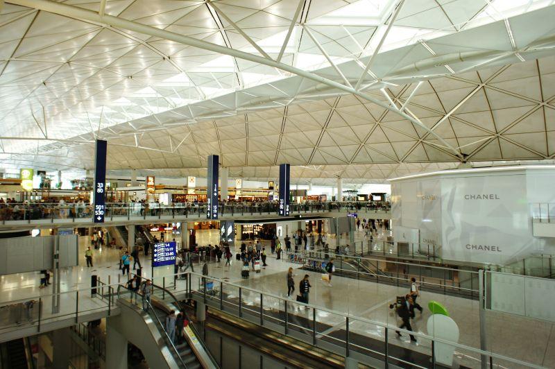 Egyre durvább a helyzet Hong Kongban – megbénították a repteret