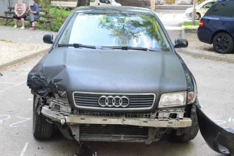 Lenyúlta a fater kocsiját, jogsija sem volt – baleset lett a vége