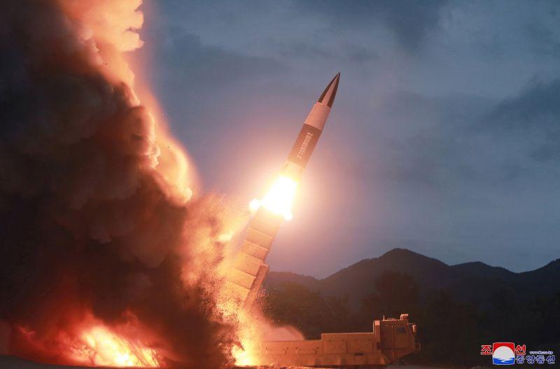Most rakétavetőkkel játszik az észak-koreai diktátor