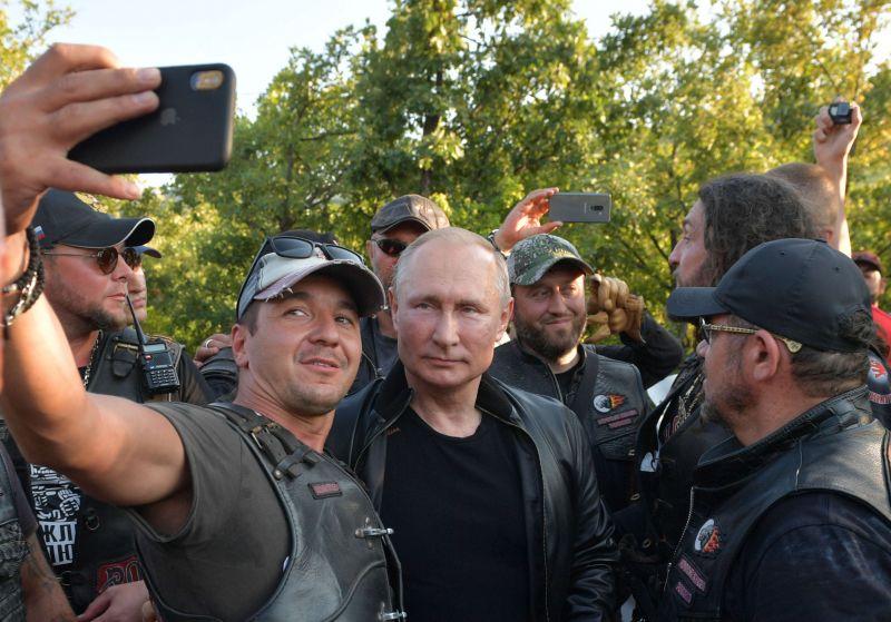 Putyin majdnem annyira népszerű, mint a Fidesz