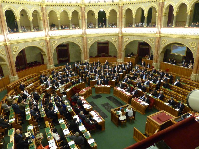MSZP: Orbán neve is előkerüt egy korrupciós ügyben