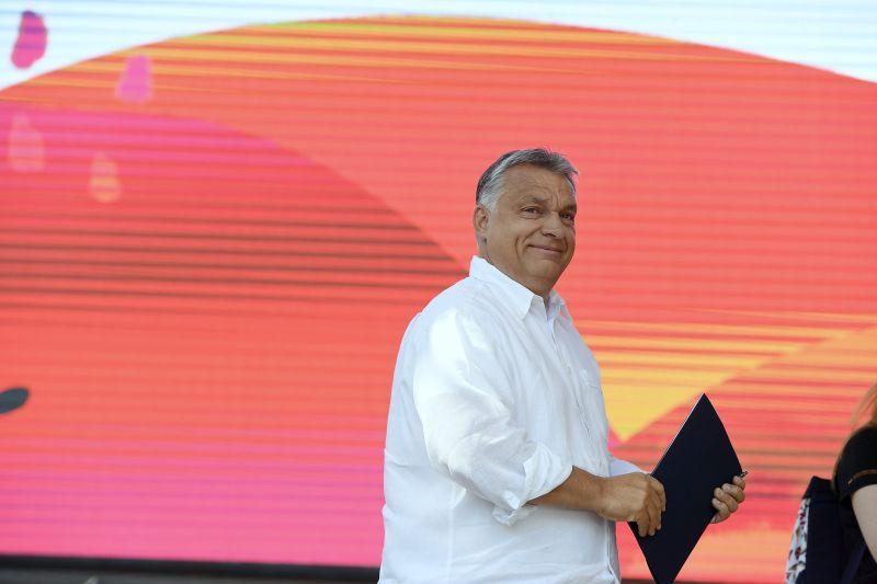 """""""Emlékszem, Sopronban"""" – Orbán Wellhello és Halott Pénz-dallal várja Merkelt"""