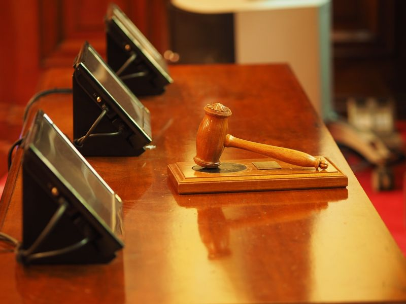 Úgy tárgyalt Győrben egy ügyvéd, hogy valójában Budapesten mondott épp védőbeszédet