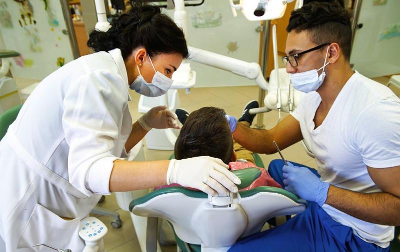 Megfenyegette a tatabányai önkormányzat a sztrájkra készülő fogorvosokat
