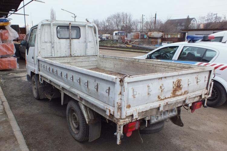 Hihetetlen: még a szakadt kisteherautót is ellopják, ha járó motorral az utcán hagyják
