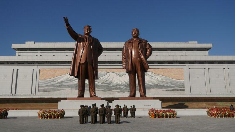Észak-Korea két újabb rakétát lőtt ki