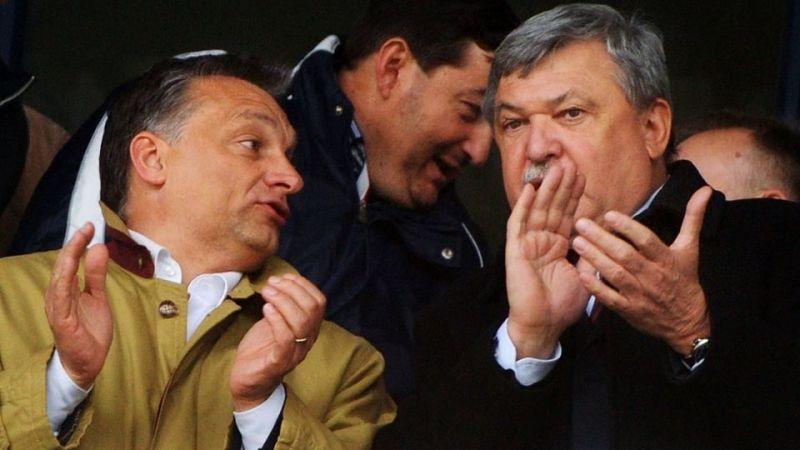 DK: Orbán vallja be, járt-e Csányi szigetén?