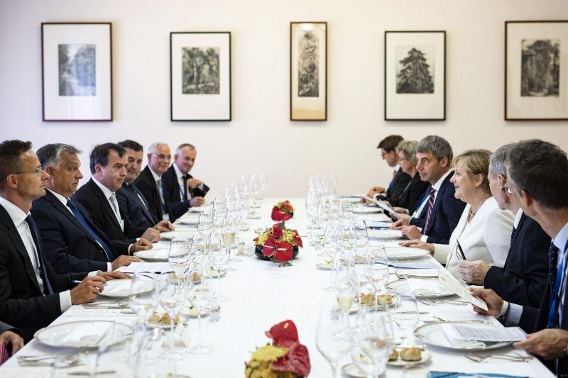 Orbán Viktor a magyar emberek nagyrabecsülését tolmácsolta Angela Merkelnek