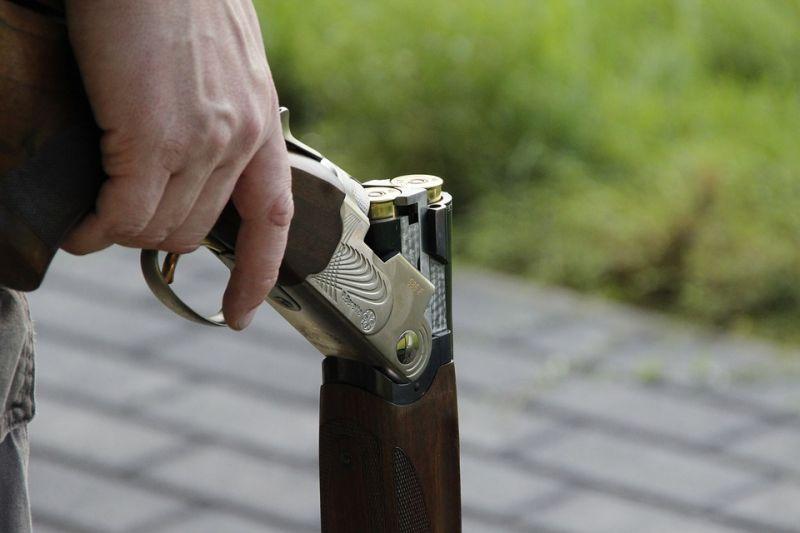 Duplacsövű puskát fogtak ellenzéki aktivistákra Miskolcon
