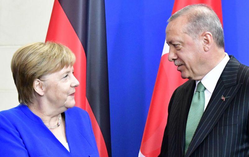 Merkel Erdogannal egyeztetett a menekültügyi válságról