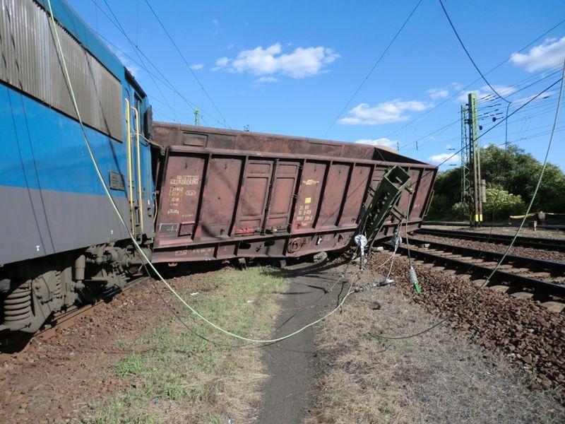 Kisiklott egy vonat Miskolcon, reggelig káosz lesz azon a vonalon