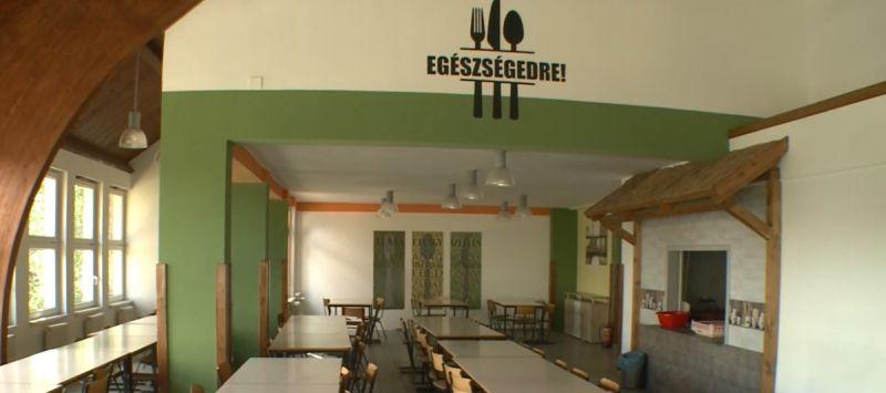 Több mint 300 gyerek lett rosszul egy hajdúsámsoni iskolában