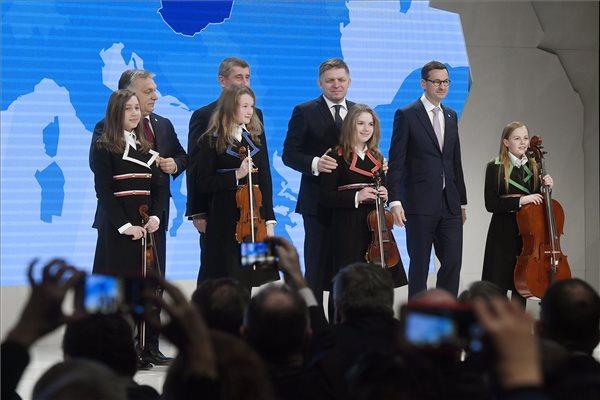 A Századvég megmérte: erősödik a V4-ek befolyása Európában