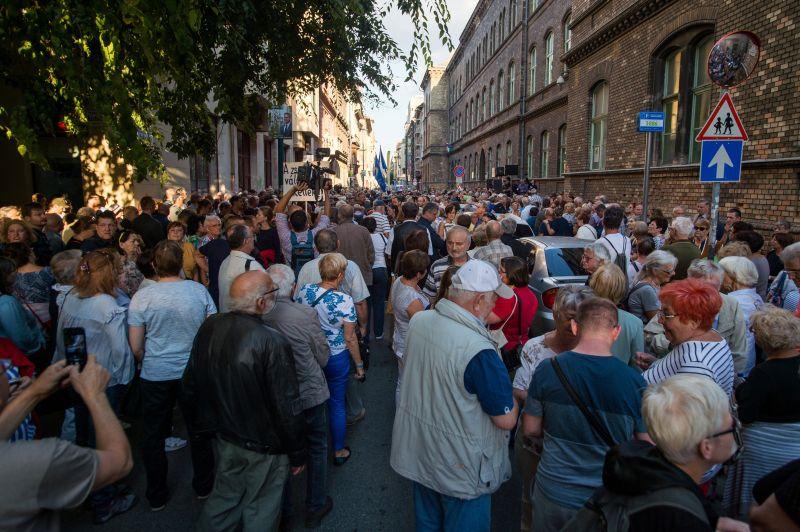 Ellenzéki tüntetés volt Budapesten a VIII. kerületi polgármesterjelölt mellett