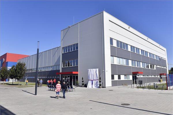 Átadták a Vasas SC új kézilabdacsarnokát