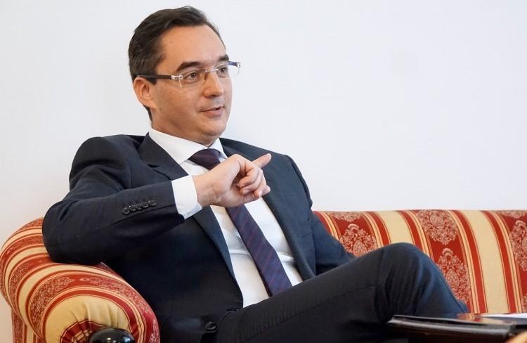 Debrecenben is menekül a fideszes polgármester a vita elől