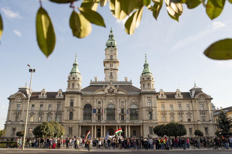Viszlát, Borkai! – a szexvideós botrányáról elhíresült győri polgármester ellen tüntettek