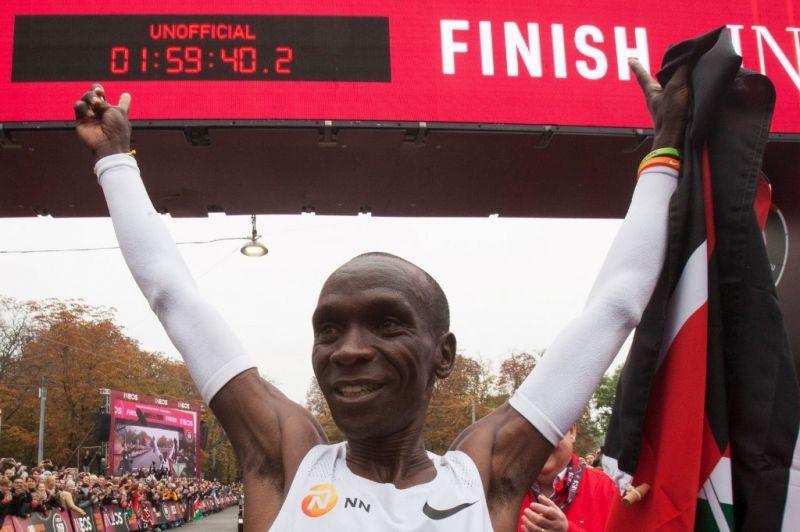 Két óra alatt futotta le a maratoni távot a kenyai futó