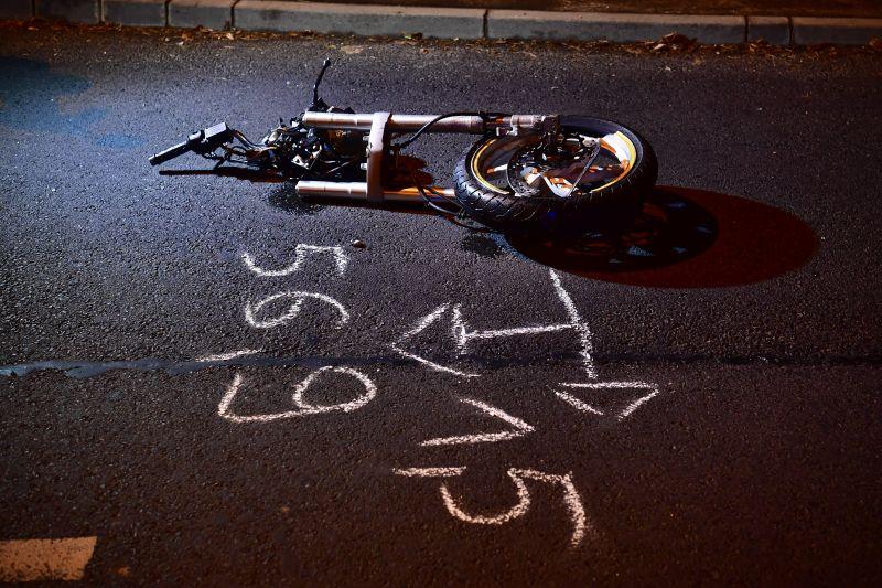 Ketten meghaltak egy motoros balesetben Debrecenben, a motor kettészakadt – fotó