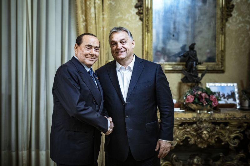 """Orbán elmondta: """"szorosan együttmőködik"""" az adócsaló Berlusconival"""