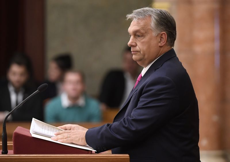 Orbán dulakodás közben értékelte a választásokat